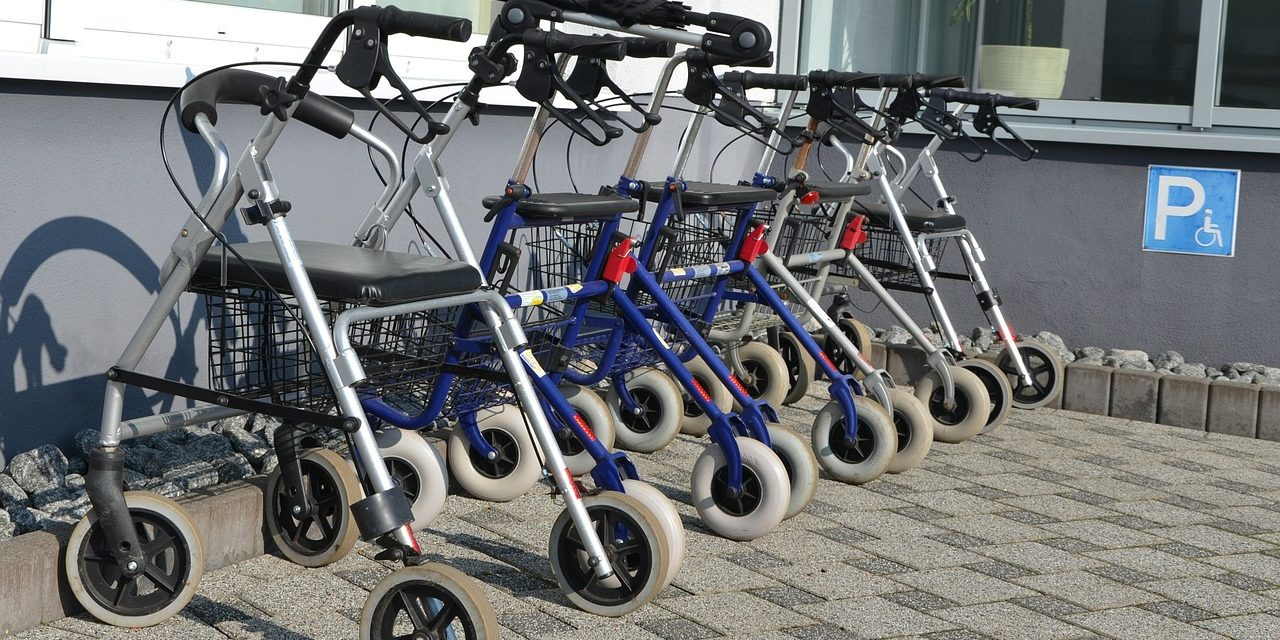 3-Wheel Walkers vs 4-Wheel Walkers: Which One is Right for You? |